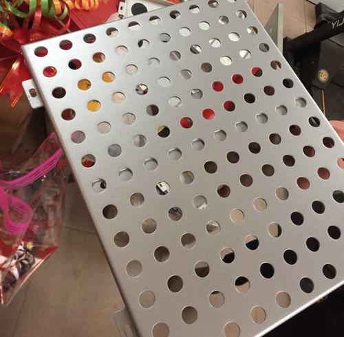 主体包柱铝单板需要多厚的氟碳铝单板吗?