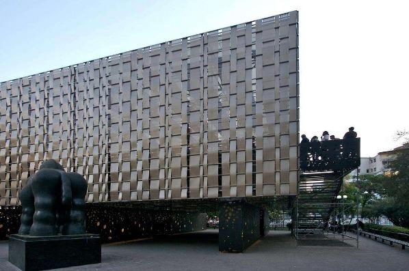 清新环保低碳生活氟碳幕墙云南铝单板